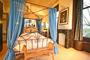 slaapkamer met hemelbed